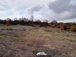 Der alte jüdische Friedhof auf dem Gelände, dass später das Arbeitslager Plaszow wurde. Die Gefangenen wurden gezwungen, die Grabsteine abzutragen, um aus diesen dann die Lagerstraße zu bauen. Die sterblichen Überreste wurden jedoch nicht entfernt.
